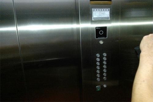 小区电梯刷卡门禁好用吗?